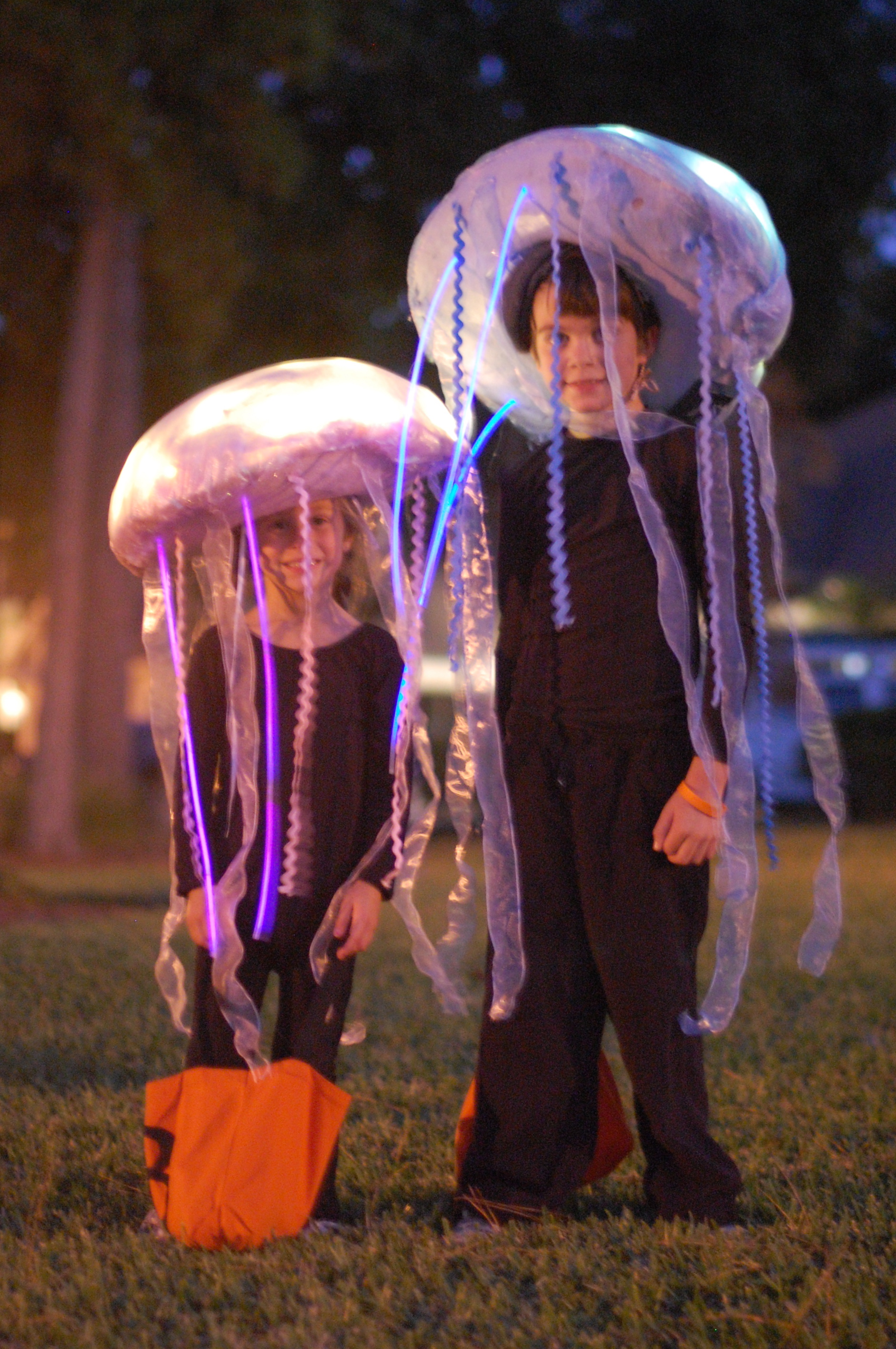 Glow in the dark jellyfish costume tutorial a small snippet dsc0303 solutioingenieria Choice Image